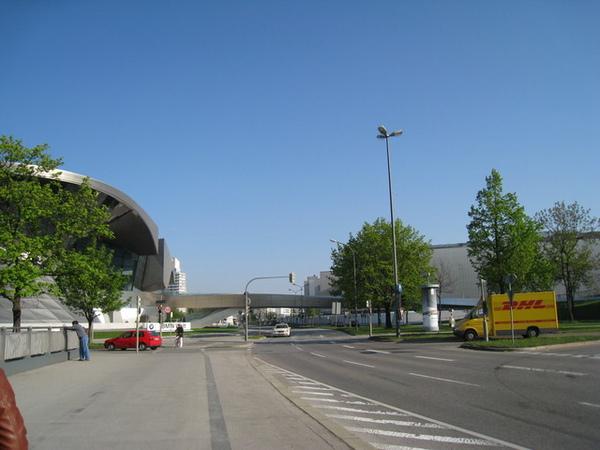 經過中間連接的橋