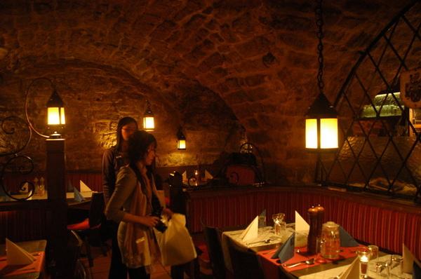 今日午餐在餐廳的舊地下酒窖用餐,別有一番風味