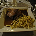主菜:德式烤鴨,麵條口感很特別,醬很好吃