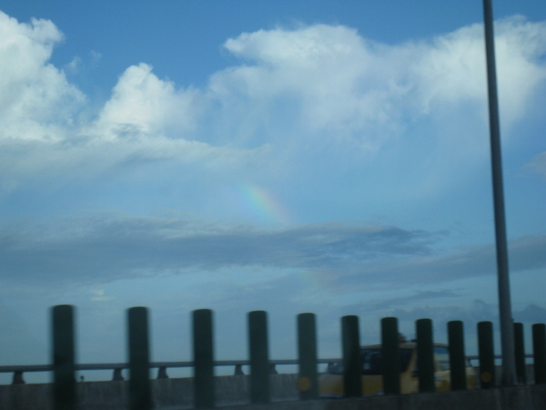去完Costco,出雪隧馬上看到一道美麗的彩虹