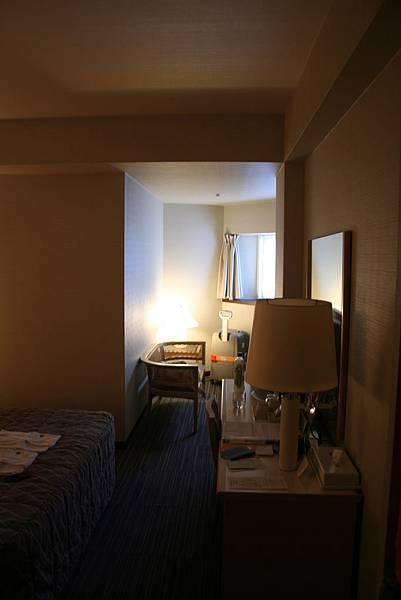 飯店房間進門是一條直窄通道