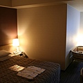 左方空間是雙人床鋪