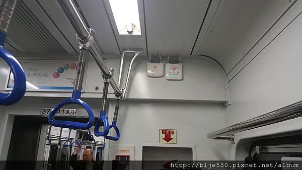 地鐵車廂裡就有wifi