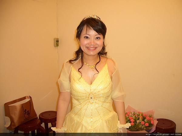 可愛的淡黃色禮服