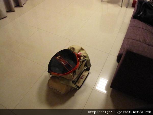 攝影包還真是重啊...