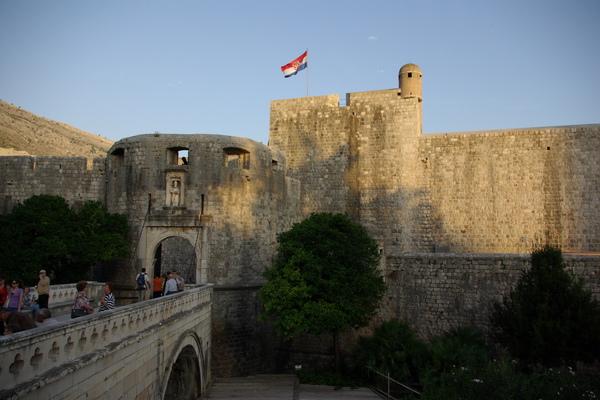 Dubrovnik克國旗幟飛揚