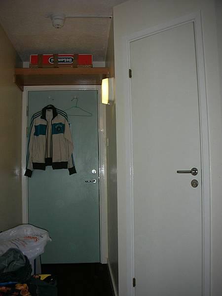 01 房門和浴室門