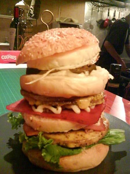 超高約17cm無敵大漢堡