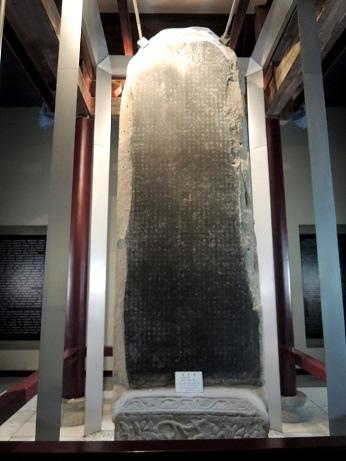 DSCN6243_西夏碑,正面是漢文背面是西夏字_ps.jpg