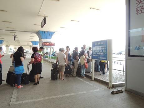 DSCN0628_在機場人等計程車.jpg