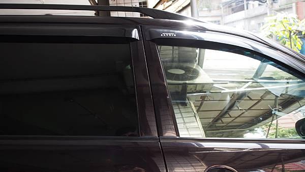 前窗S-14 後窗黑玻璃處T-23