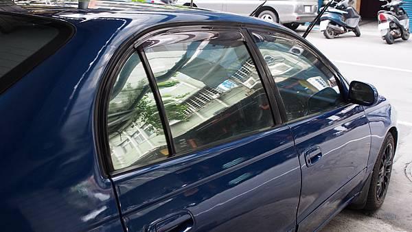 施工前 (藍車貼鏡面)
