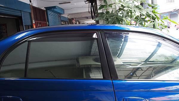 施工前(藍車貼鏡面)