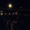 晚上河堤1