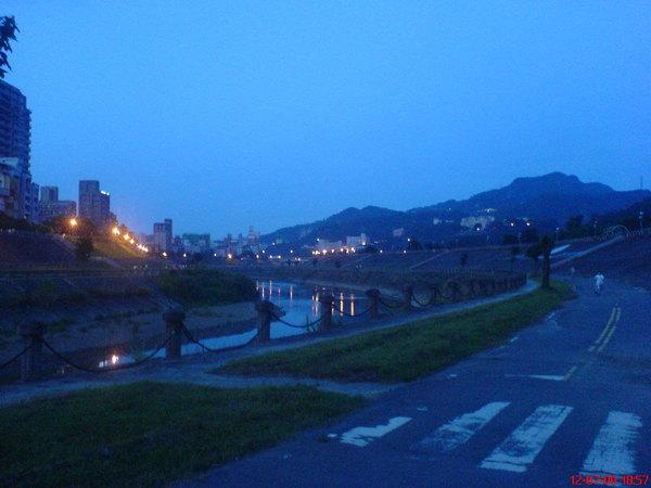 黃昏河堤4