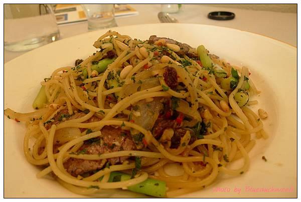 子文的橄欖油清炒牛肉蘆筍義大利麵