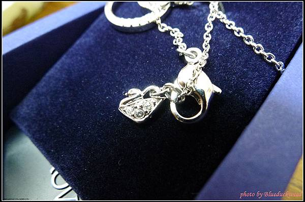 項鍊扣環是該品牌的LOGO天鵝!