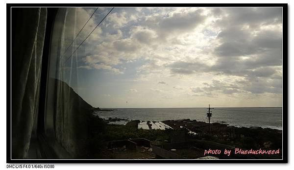 火車上看見海