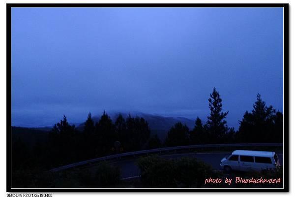 但波卡司機說今天霧太低恐怕沒有日出可以觀賞