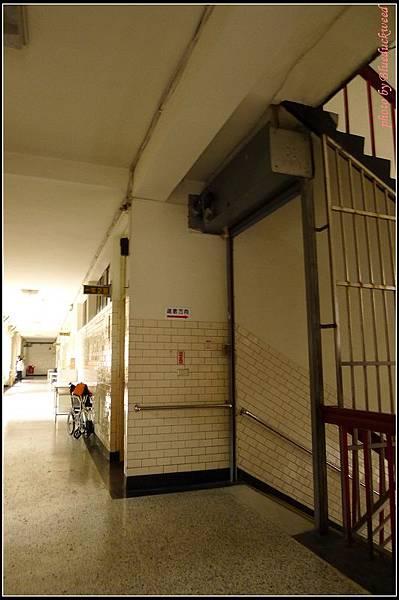 2樓,我忘記以前我們教室是不是在這個轉角