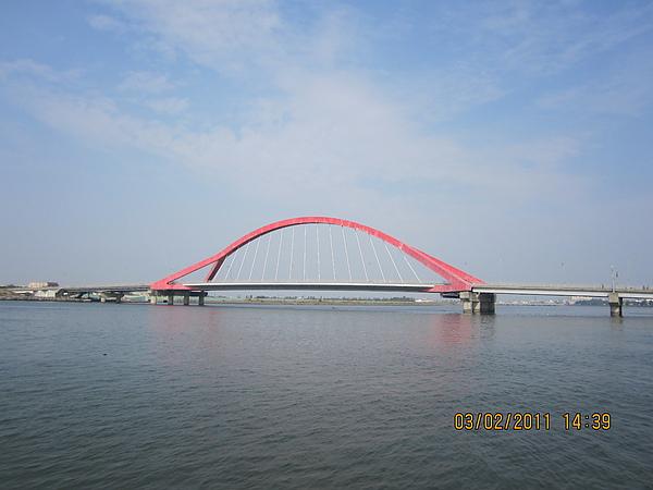 在船上拍的~東港的某個橋