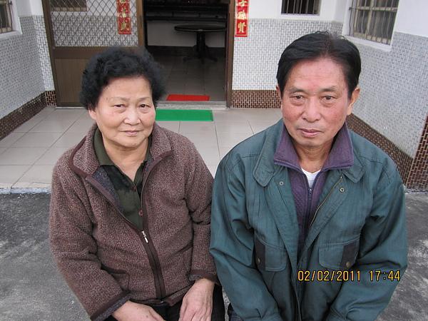 爺爺奶奶拍照時很害羞,奶奶是很傳統的客家姑娘~別看他們似乎很年輕~他們已經七十歲!還會自己染黑髮