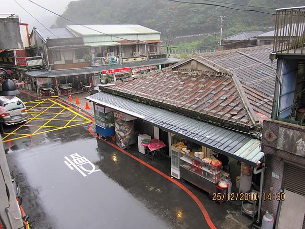 這天真的一直下雨.JPG