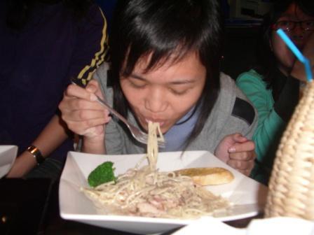 鈺齡齡吃麵麵