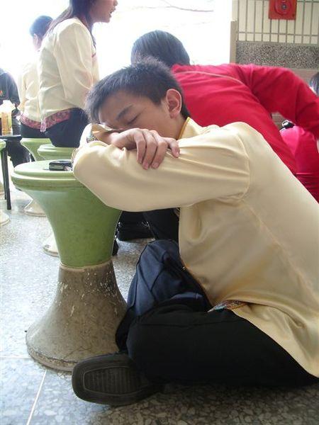學弟睡覺的樣子...ㄏㄏㄏ