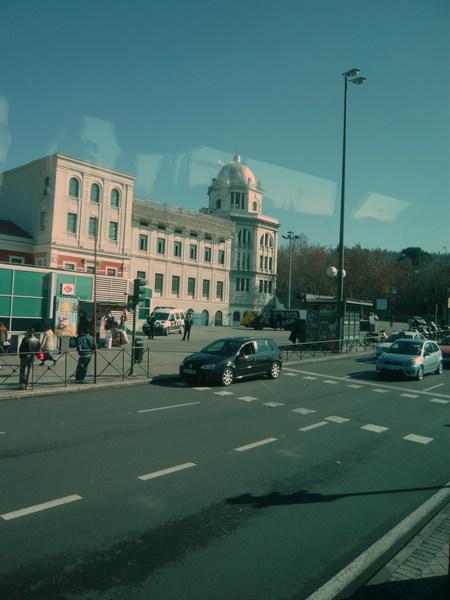 坐在Sepulvedana巴士上前往Segovia