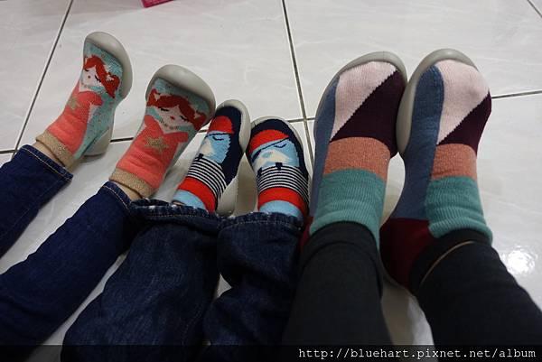 冷冷的冬天腳丫子的溫暖必備-法國collegien手工親子襪鞋