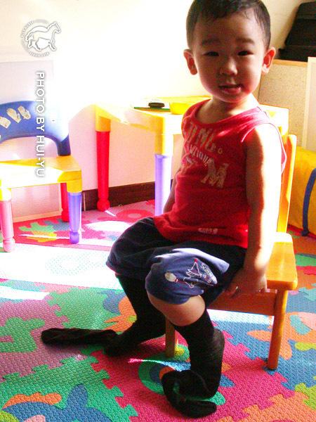 叫他坐好拍照,宋小駿也乖乖坐好,真的難得…