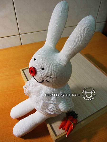 手作-襪子娃娃-蕾絲小免02.JPG