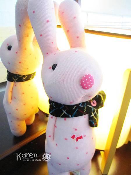 粉紅點點兔