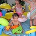 小秀阿姨家的水池是螃蟹造型的