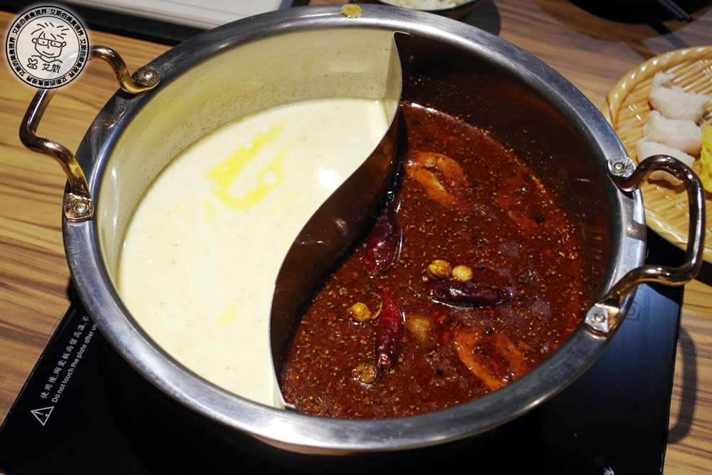 2-鍋底-牛奶起司鍋%26;川味麻辣鍋.jpg