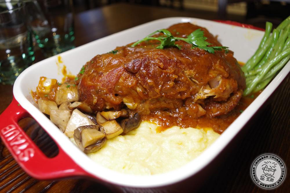 2-餐點-老爸燉豬腳+玉米糕1.jpg