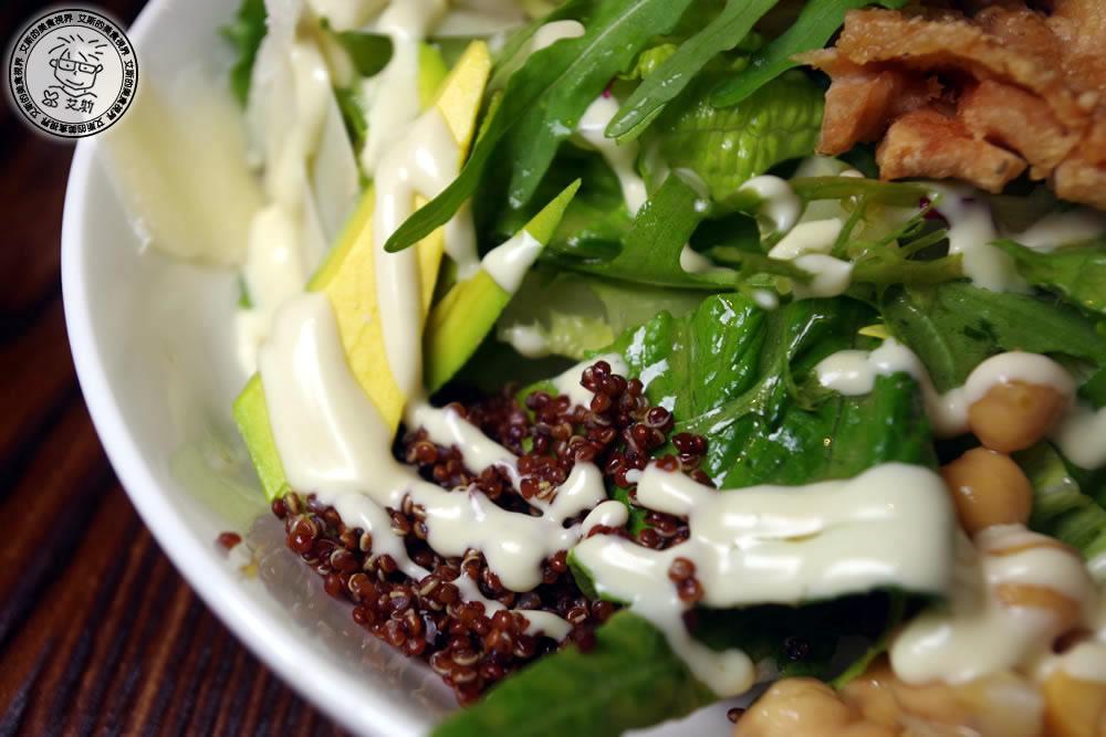 2-餐點-香脆雞腿紅藜麥莎拉1.jpg