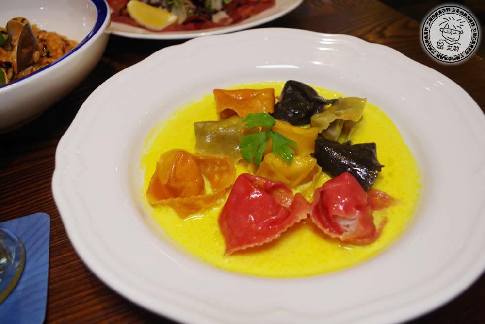 2-餐點-貢多拉海鮮船型餃+奶油番紅花醬0.jpg