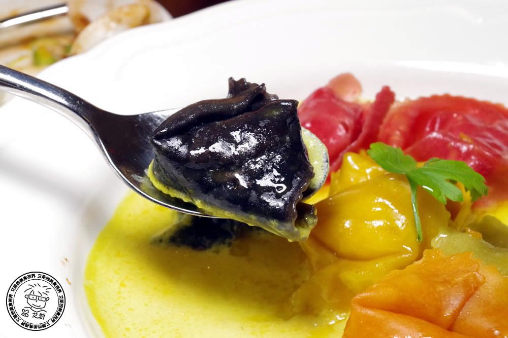 2-餐點-貢多拉海鮮船型餃+奶油番紅花醬1.jpg