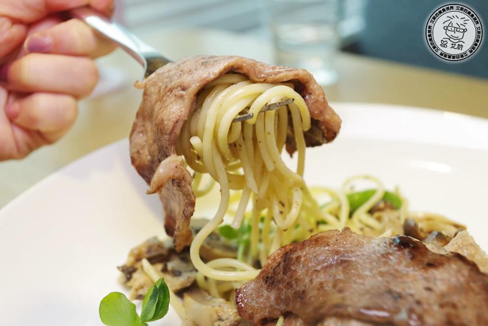 3黑松露醬頂級牛肉片義大利麵2.jpg