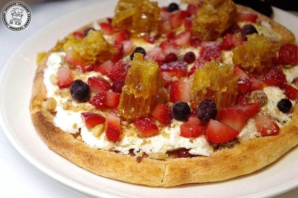 8草莓堅果蜂巢蜜披薩5.jpg