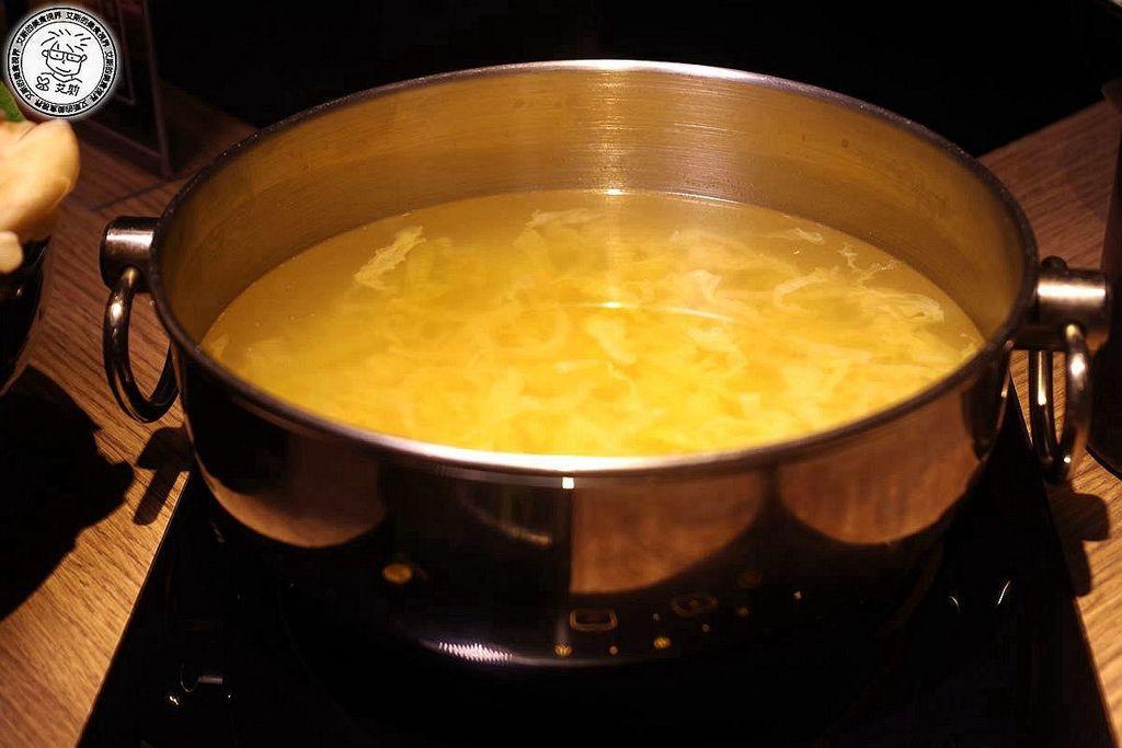 5酸菜白肉鍋1-鍋底1.jpg