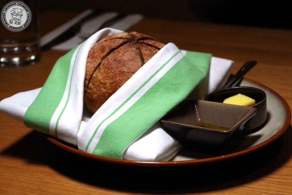 2前菜-新鮮自製手工麵包1.jpg