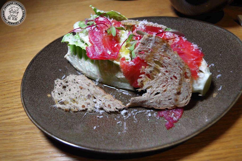 5原木煙燻甜菜鮭魚凱薩沙拉1.jpg