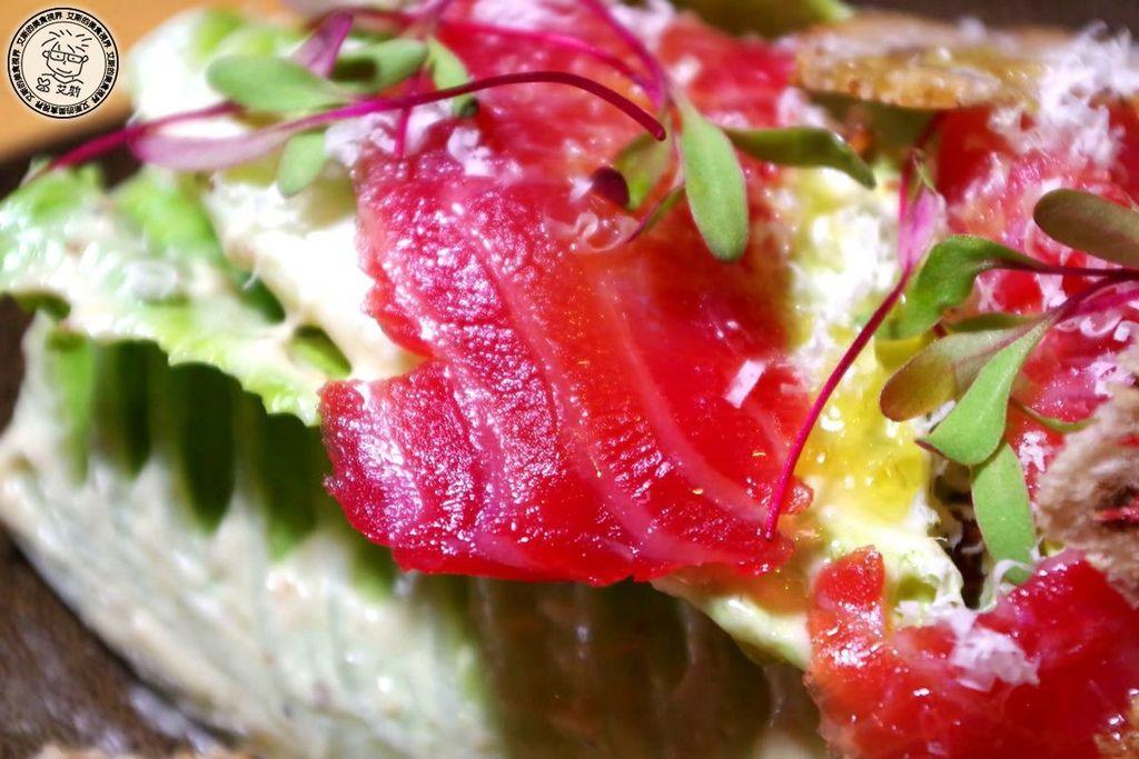 5原木煙燻甜菜鮭魚凱薩沙拉3.jpg