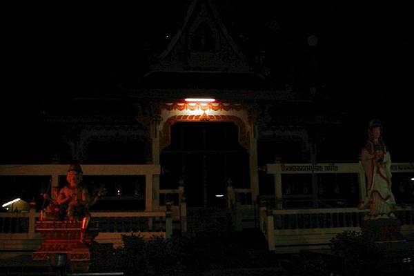 觀看尼姑浮水的寺廟