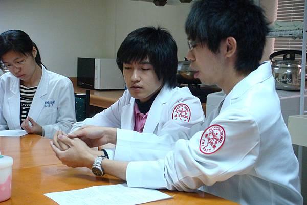 模擬手部治療活動