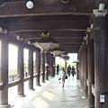 古意盎然的木柱通道