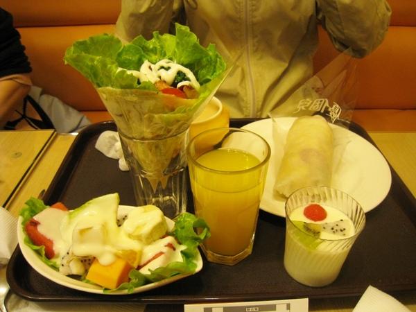 雙餅餐與鮮果優格沙拉